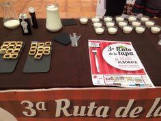 """¡Ha comenzado la Ruta de la Tapa de Alboraya!  Así hemos preparado nuestro stand en el Mercado Municipal de Alboraya. Muchos visitantes han degustado ya nuestra tapa dulce: """"Batido de Licaonat con leche y tartaletas rellenas de Licaonat"""". Sin duda, una muy buena iniciativa del Ayuntamiento de Alboraya =)"""