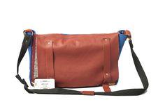 "geanta ""Traditionala"" lucrata manual .Confectionata din material textil si piele ,pret 380lei Messenger Bag, Satchel, Bags, Fashion, Handbags, Moda, La Mode, Satchel Bag, Fasion"