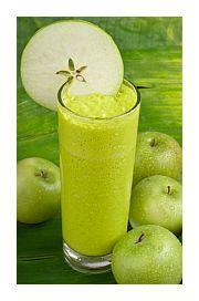 Spinazie & appel smoothie! Al heeft dit smoothie recept een fluo groene kleur en zou je denken dat het heel raar smaakt, toch is het overheerlijk zoet. http://legallyraw.be/groene-smoothie-recept/