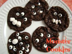 crayonfreckles: Monster Cookies from Reading Confetti. adorable!