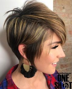 The long pixie cut is a great way to take your short hair to the next level. Its variants suit different face shapes, hair types, and personalities. Check out the best long pixie haircut ideas in pictures to get inspired! Long Pixie Hairstyles, Short Hairstyles For Women, Hairstyle Short, Vintage Hairstyles, Wedding Hairstyles, Short Hair Cuts, Short Hair Styles, Pixie Cuts, Brown Pixie Hair