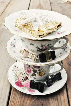 DIY: teacup jewelry stand :)