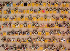 A fotografia com drone permite um bocado de diversidade, de belíssimas paisagens naturais até fotos de cenas do cotidiano nas cidades, as quais são dadas toda uma nova perspectiva quando observadas de cima. Alguns padrões interessantes e cenários surreais surgem nestas fotos únicas e aqui estão as melhores delas.