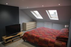 Explore the Most Beautiful Small Loft Bedroom Designs Ideas for your home at The Architecture Design. Visit for more ideas about Small Loft Bedroom Designs. Teenage Attic Bedroom, Small Loft Bedroom, Attic Loft, Attic Rooms, Loft Room, Loft Conversion Design, Loft Conversion Bedroom, Loft Conversions, Attic Conversion