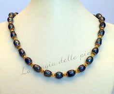 Girocollo in perle grigie | La magia delle pietre #girocollo #collana #necklace #collier #perlegrigie #perle #perles #pearls #beads #handmade #bijoux