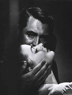 Cary Grant and Ingrid Bergman in Notorious Alfred Hitchcock 1946 Golden Age Of Hollywood, Hollywood Stars, Classic Hollywood, Old Hollywood, Hollywood Pictures, Celebrity Pictures, Ingrid Bergman, Cary Grant, Alfred Hitchcock