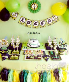 This creative BEN 10 ALIEN BIRTHDAY PARTY was submitted by Romina Di Leva of Hazlo Especial. A few of the things I like best about this Ben 10 party are: The Ben 10 themed cake The Oreo pops with decorated alien symbols The tassel banner and MORE! Ben 10 Birthday, 10th Birthday Parties, Birthday Party Themes, Ben 10 Party, Alien Party, Birthday Pictures, Birthday Decorations, Party Time, Party Ideas