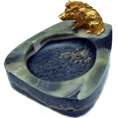 Cinzeiro em pedra mármore com escultura de javali em br..