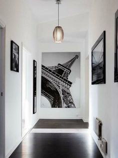 I want to do something like this with all my travel photos! Hallway Decorating, Interior Decorating, Interior Design, Interior Architecture, Interior And Exterior, Grandes Photos, Halls, Black And White Interior, Hallway Designs