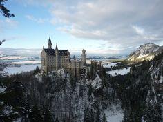 http://upload.wikimedia.org/wikipedia/commons/b/b8/Neuschwanstein_castle_Snow.jpg