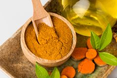 THE NATURAL HEALTH BENEFITS OR TUMERIC: Did you know that turmeric essential oil is many times more concentrated than the powdered herb?Click through the image to learn about 6 ways that turmeric essential oil supports a super healthy body! Turmeric Essential Oil, Turmeric Oil, Essential Oils, Tumeric Hair, Tumeric Powder, Turmeric Health, Turmeric Curcumin, Dinner Recipes For Kids, Kids Meals