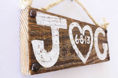 Personalized Wedding Sign Wood Custom Wedding Decor Beach Wedding Outdoor Country Wedding Reception Vintage Wedding Photo Prop Bridal Shower von MangoSeed auf Etsy https://www.etsy.com/de/listing/120998841/personalized-wedding-sign-wood-custom
