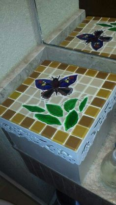 Caixa com tampa de mosaico.