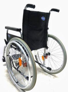 Nuova Atlas Lite di Invacare: pieghevole, con ruote e schienale estraibile per la massima comodità di trasporto.  In offerta sul nostro sito a €169,50 con spedizione gratuita: http://goo.gl/GMySBe