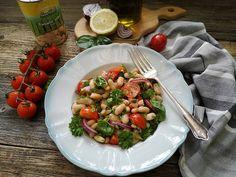 Salata de fasole boabe cu capere - Bucataresele Vesele Kung Pao Chicken, Ethnic Recipes, Food, Salads, Essen, Meals, Yemek, Eten