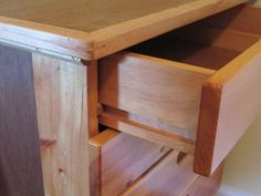 This article summarizes different drawer designs I have, and my experiences with these types of drawers. Lots of great ideas for drawer guides for workshops and studios. Workbench With Drawers, Diy Drawers, Wooden Drawers, Dresser Drawers, Building Drawers, Home Decor Furniture, Furniture Projects, Furniture Making, Wood Furniture