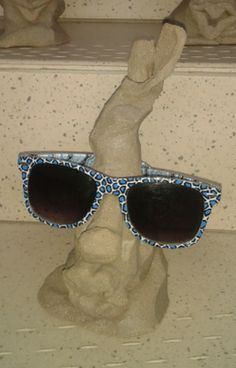 Brillenständer in ungebranntem Zustand Sunglasses, Shades, Fashion, Pictures, Flowers, Dime Bags, Nice Asses, Moda, La Mode