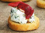 Kanapky s krémovým sýrem a paprikou