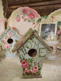 Decorative Bird Houses, Bird Houses Painted, Bird Houses Diy, Painted Birdhouses, Crafts To Do, Diy Craft Projects, Diy Crafts, 70th Birthday Party Ideas For Mom, Birdhouse Craft