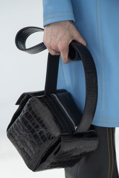 Sunnei Spring 2020 Men's Fashion Show Details Leather Crossbody Bag, Leather Wallet, My Bags, Purses And Bags, Fashion Bags, Men's Fashion, Leather Bags Handmade, Market Bag, Tote Purse