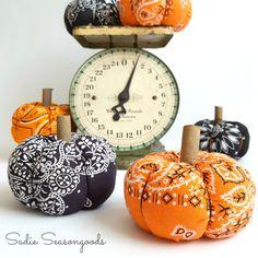 Use an orange or black Halloween bandana to create adorable DIY fabric pumpkins for autumn or Halloween decor- so adorable!!