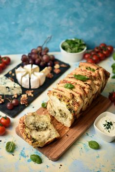 czosnkowy odrywany chlebek Cake Recipes, Grilling, Appetizers, Chicken, Food Cakes, Breads, Polish Food Recipes, Brot, Cakes