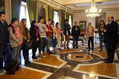 Alumnos de Escuela Europea junto a su Directora, Charo Gómez Haces, son recibidos por el Alcalde de Oviedo Agustín Iglesias Caunedo