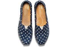 Shop TOMS Women's Classic Alpargatas, the shoes that started the One for One® movement. Toms Shoes Wedges, Wedges Outfit, Toms Boots, Toms Shoes Outlet, Kinds Of Shoes, Pretty Shoes, New Shoes, Shoes Men, Discount Shoes