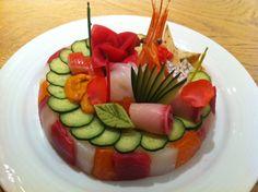 Morimoto Sushi Birthday Cake seria un lindo topping para un pastel de sandwich no?
