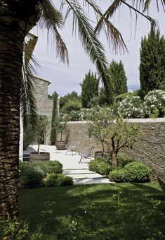 françois vieillecroze architecte / villa st tropez - Spanish Med #CourtYard #Landscape #Outdoor ༺༺  ❤ ℭƘ ༻༻