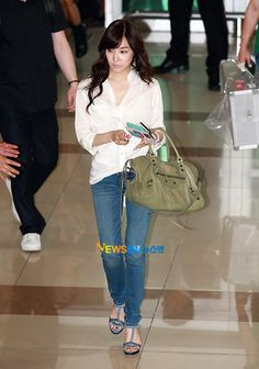Snsd girls generation GG airport fashion Korean style Kpop Tiffany