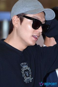 Lee Min Ho at INCHEON Airport on 22 September 2015 Arrival from ROME, ITALY [ Report By: TV Report on 22 September 2015 @ 3:36 pm (KST) / Shared Source: @M_Jennalee)  [T포토] 이민호 '원조 F4의 우월 외모' :: 네이버 TV연예