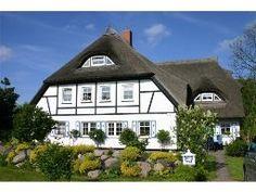 Reetdachhaus für 4 Pers. auf hist. Gutshof in Middelhagen auf Rügen mit Ponygarten und hauseigenem Storch.