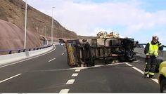 Se queda dormido y vuelca con su camión en el Puente de Silva, Gran  Canaria