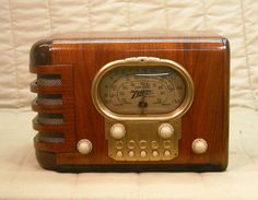 Old Antique Wood Zenith Vintage Tube Radio - Restored & Working 'Racetrack'. eBay auction ends tonight at 10:30 eastern!