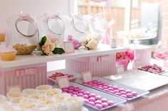 like the set up with the boxes and i have those white trays and we have candy jars like that