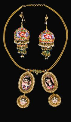 Persia | Qajar gold and enamelled necklace and earrings | 19th century | Est. 8'000 - 12'000£ ~ (Oct '13)