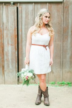 Country bride: http://www.stylemepretty.com/little-black-book-blog/2015/04/01/romantic-country-getaway-wedding-inspiration/ | Photography: Wai Reyes - http://waireyes.com/