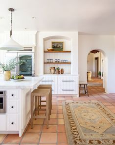 Dream Home Design, House Design, Bungalow Kitchen, Bungalow Living Rooms, Bungalow Decor, All White Kitchen, Up House, Layout, California Homes