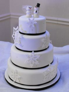 Winter Wedding Cake....I love this! (Uhm, I love snowmen but not really on my wedding cake. Def. a different topper)
