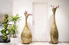 Im Doppel wirken die grossen, mit dunklem Perlmutt besetzten Vasen einfach phantastisch!
