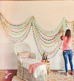 Pretty walls! http://www.thehandmadehome.net/wordpress/wp-content/uploads/2013/07/garland.jpg