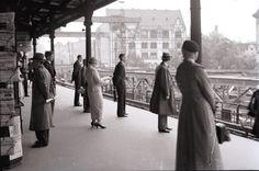 Berlin 1935 Bahnhof Zoologischer Garten,Leute betrachten die Arbeiten (Umbau des Bahnhofes)