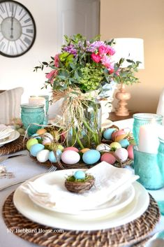 Gorgeous Easter crafts and ideas for the spring season! Table Centerpieces, Table Decorations, Window Sill, Window Plants, Easter Table, Easter Crafts, Easter Decor, Easter Ideas, Spring Green