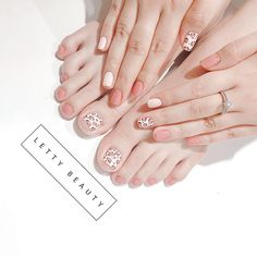 🌸 You are beautiful from your head sparkly toe nails, and right back out to your flawless finger nails 😍 Love Nails, Fun Nails, Pretty Nails, Korea Nail, Manicure Y Pedicure, Mani Pedi, Finger Nail Art, French Tip Nails, Nail Swag