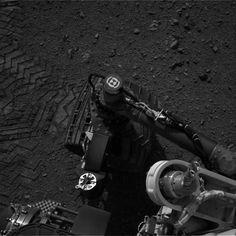 Curiosity Rover Makes First Tracks on Mars