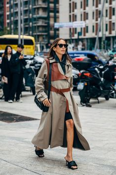 The style crowd may be feeling Fashion Month fatigue, but you'd never know it from their outfits. The street style at Milan Fashion Week continued the nearly Milan Fashion Week Street Style, Cool Street Fashion, New York Fashion, Street Style Women, Fashion News, Fashion Trends, Style Men, London Fashion, Fashion Outfits