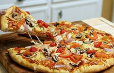 Appetizing lean pizza with mushrooms - Happy format Steak Sandwich Recipes, Cheese Burger Soup Recipes, Cheese Appetizers, Pizza Recipes, Easy Dinner Recipes, Vegan Recipes, Italian Recipes, Burger Seasoning, Cheesesteak Recipe