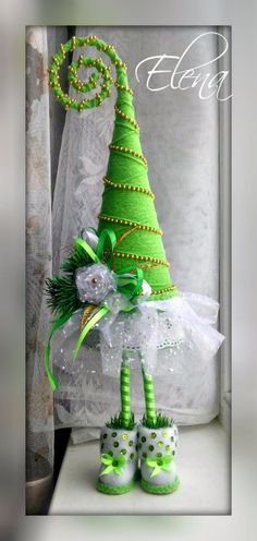 New Ideas Green Christmas Tree Decorations Homemade Christmas, Diy Christmas Gifts, Christmas Projects, Green Christmas, Christmas Home, Christmas Holidays, Xmas Ornaments, Xmas Tree, Christmas Inspiration