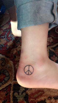 hippie tattoo 327918416614915187 - peace sign tattoo Source by Tribal Tattoos For Men, Cross Tattoo For Men, Tattoos For Guys, Temp Tattoo, Poke Tattoo, Tattoo Bird, Stick N Poke, Forearm Tattoos, Sleeve Tattoos